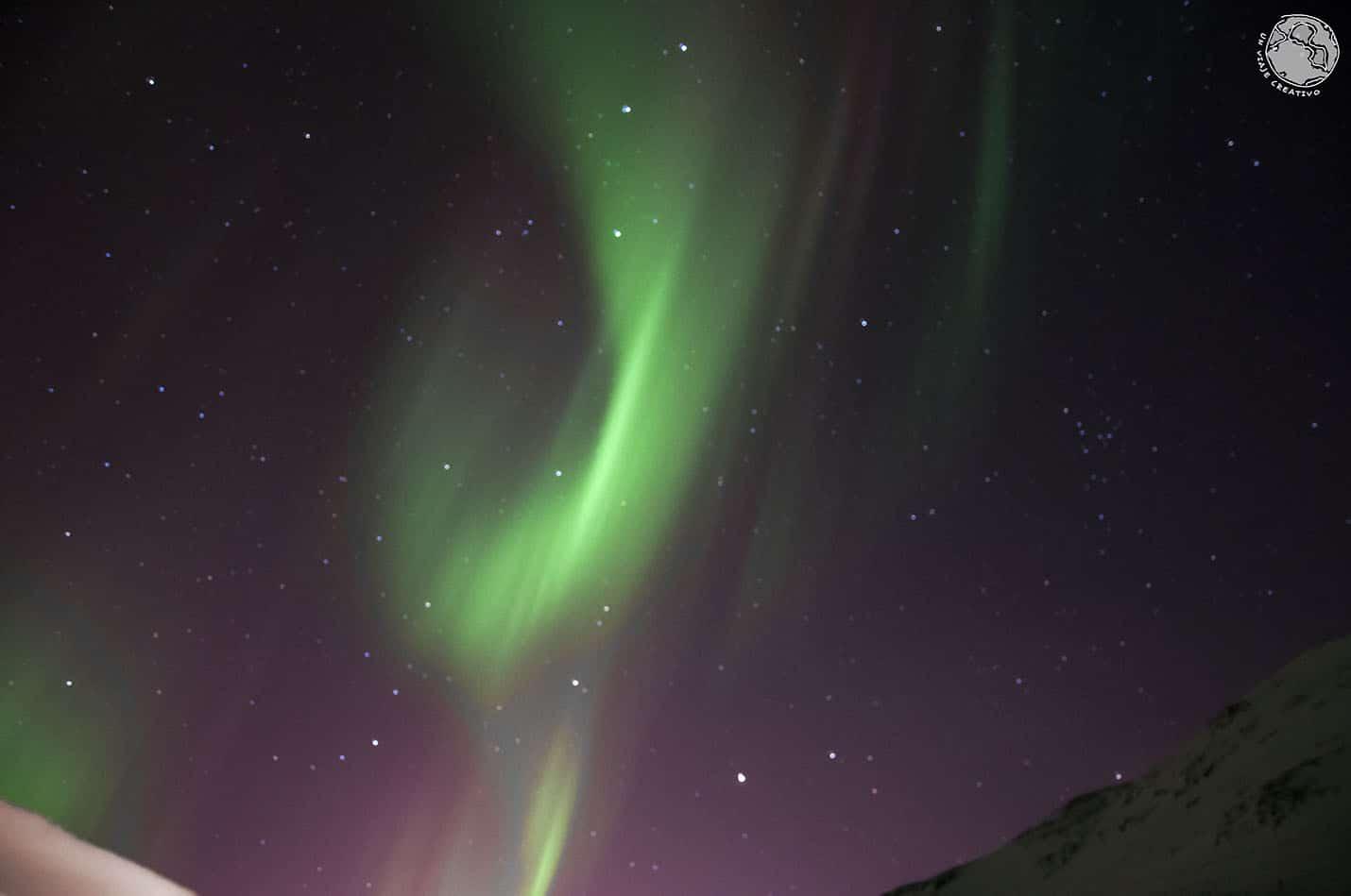 Aurora boreal danzando en el aire