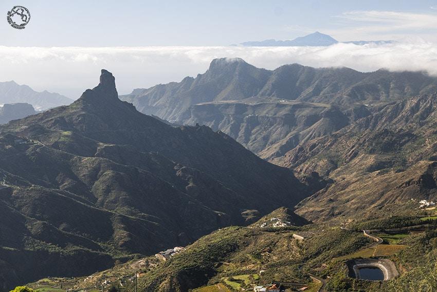 Roque Bentayga, Gran Canaria, con el Teide de fondo