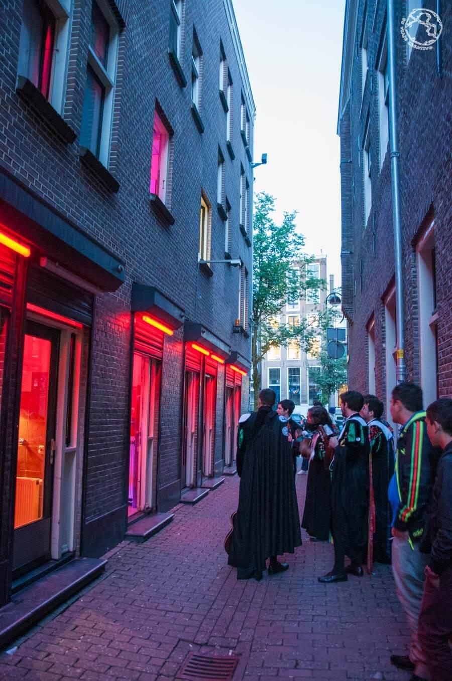 tunos en el Barrio Rojo de Amsterdam