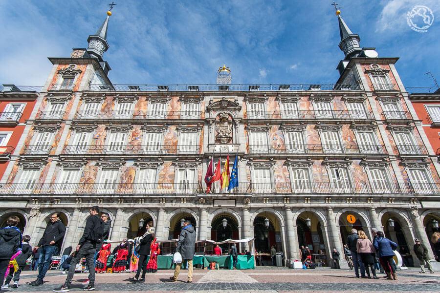 Plaza Mayor de Madrid, Monumentos