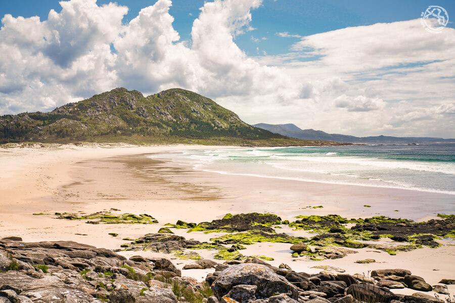 Playa Area Maior y monte Louro
