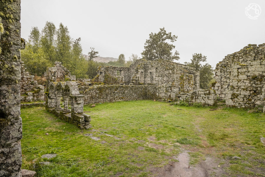 Monasterio-de-Santa-Maria-das-Junias