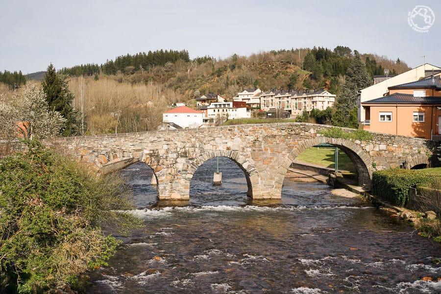 Qué ver en Vega de Espinareda Puente romano