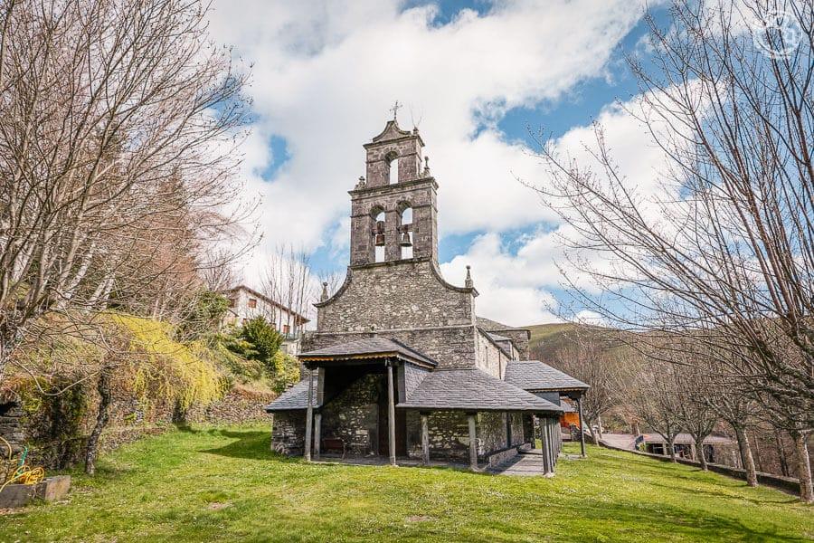 Iglesia de Trascastro Pueblos Ancares leoneses rutas